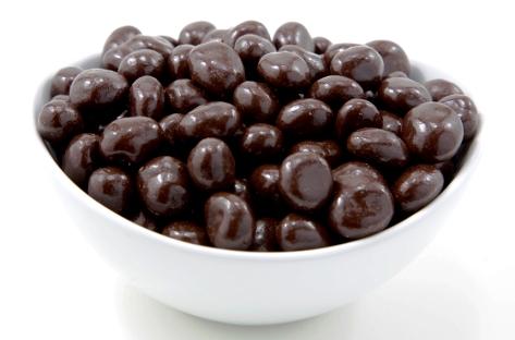 Mazsola étcsokoládéban drazsé