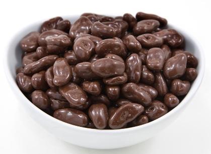 Mazsola tejcsokoládéban drazsé