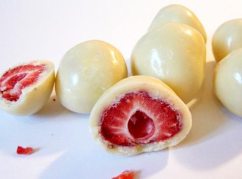 Kimért liofilizált gyümölcsök - Valódi egész eperszemek fehércsokoládéban 100gr
