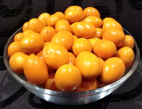 Narancsos csokoládéval burkolt mandula drazsé